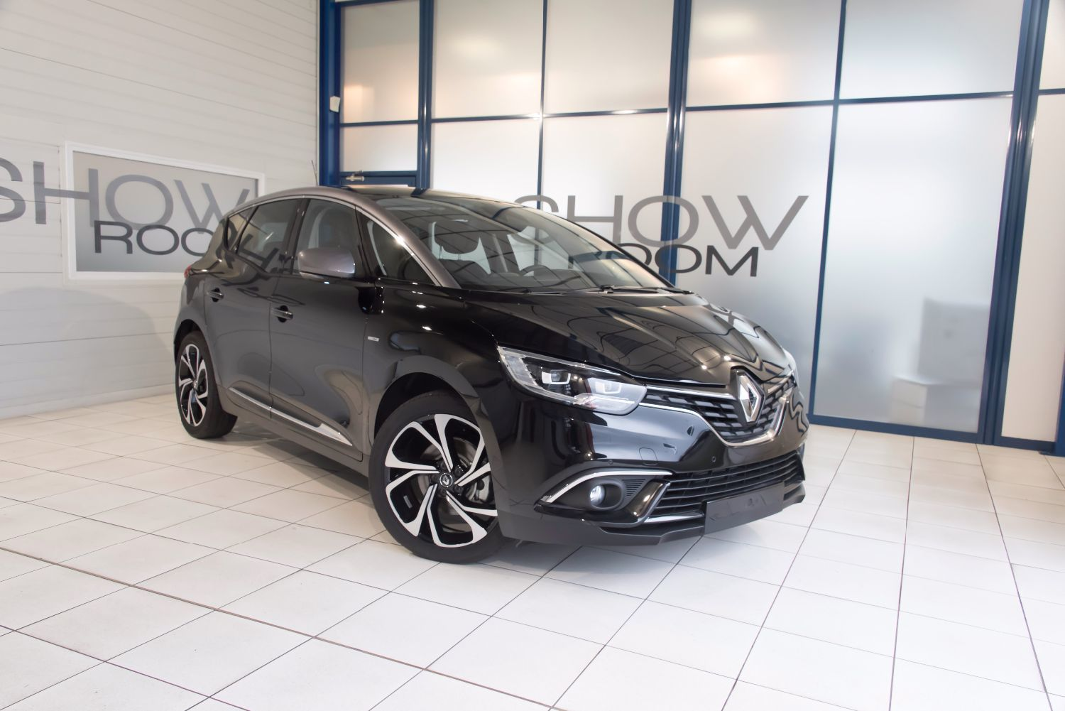 voiture renault sc nic iii iv 1 2 tce 130 ch energy bose occasion essence 2017 20 km. Black Bedroom Furniture Sets. Home Design Ideas